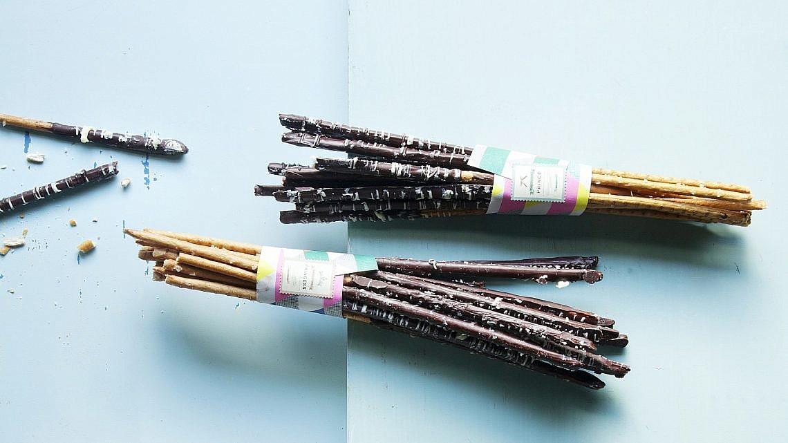 מקלות בייגלה בשוקולד של רות אוליבר. צילום: דניאל לילה. סטיילינג: עמית פרבר