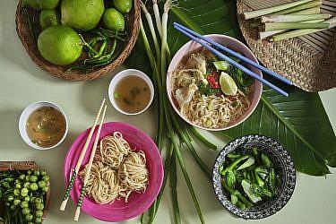 בא מי - אטריות ביצים וון טון של התאילנדית בהר סיני. צילום: אנטולי מיכאלו. סטיילינג: דינה אוסטרובסקי וירדן יעקובי