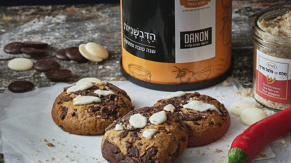 דובשניות שוקולד עם רוטב קרמל מלח-צ׳ילי, שוק הנמל - דנון. צילום: אנטולי מיכאלו