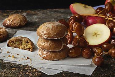 דובשניות תפוחים ותמרים, שוק הנמל - דנון. צילום: אנטולי מיכאלו