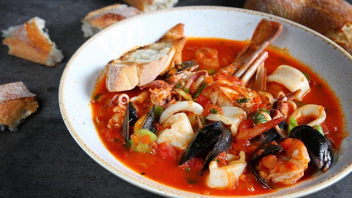 מרק דגים בג'קו מאכלי ים. צילום: מיטל סלומון