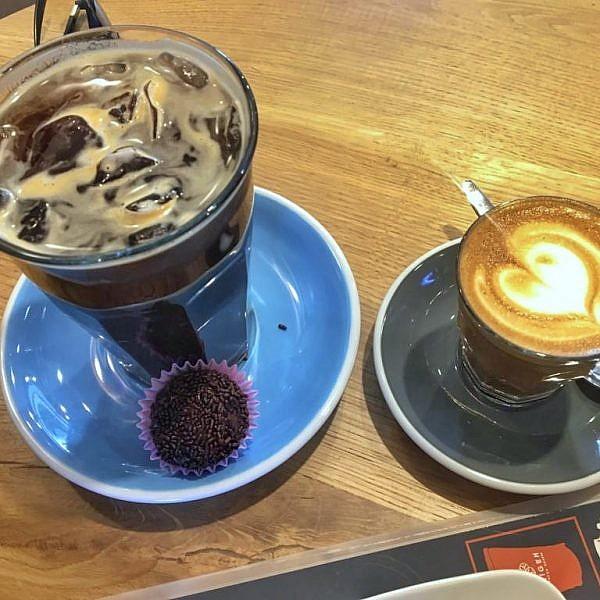 בריגדרו לצד הקפה באוריז'ם. צילום: גרדה גלזר