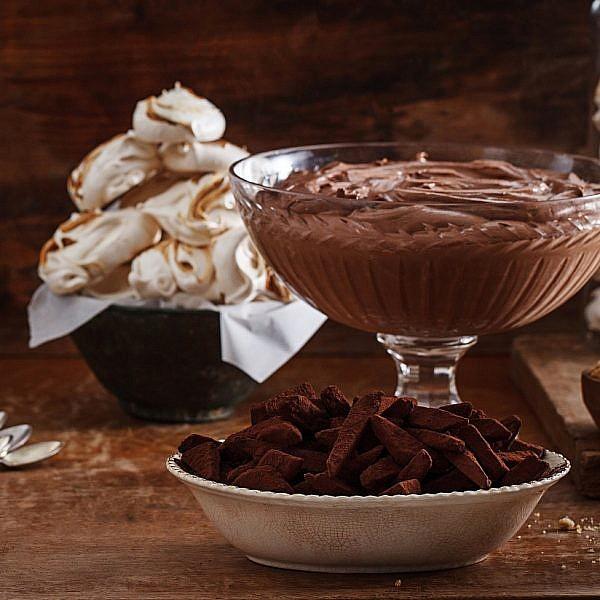 מוס שוקולד של יעל סלע. צילום: חיים יוסף. סטיילינג: אוריה גבע