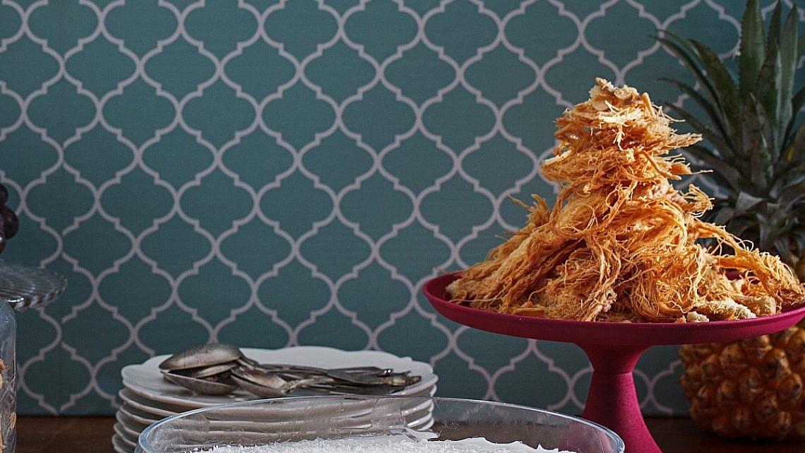 שערות קדאיף בחמאת קוקוס ושברי שקדים של יעל סלע. צילום: חיים יוסף. סטיילינג: אוריה גבע