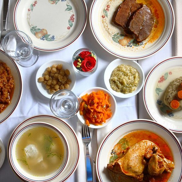 שולחן במסעדת שמוליק כהן. צילום: מסעדת שמוליק כהן