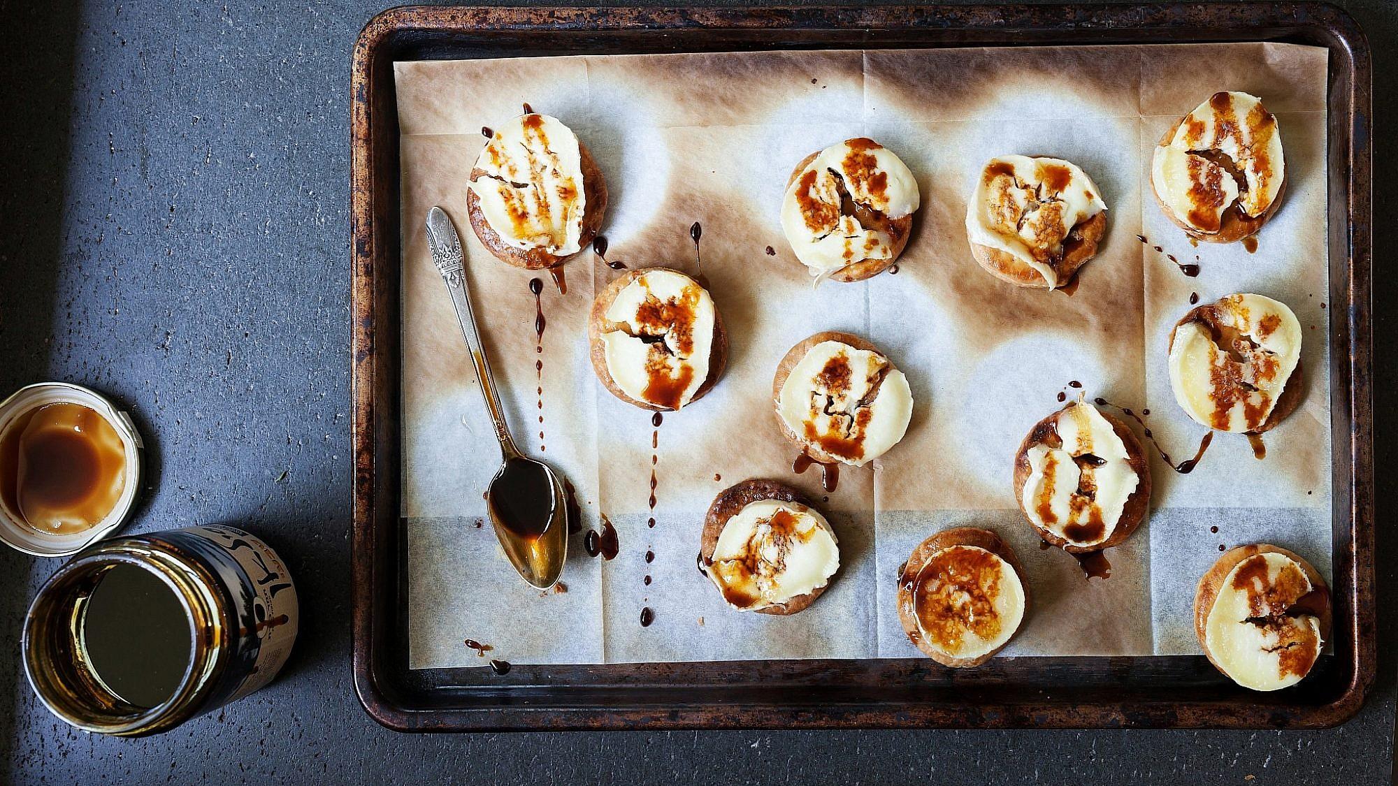 עוגיות גבינת עיזים וסילאן של סיון שטרנבך. צילום: דניאל לילה