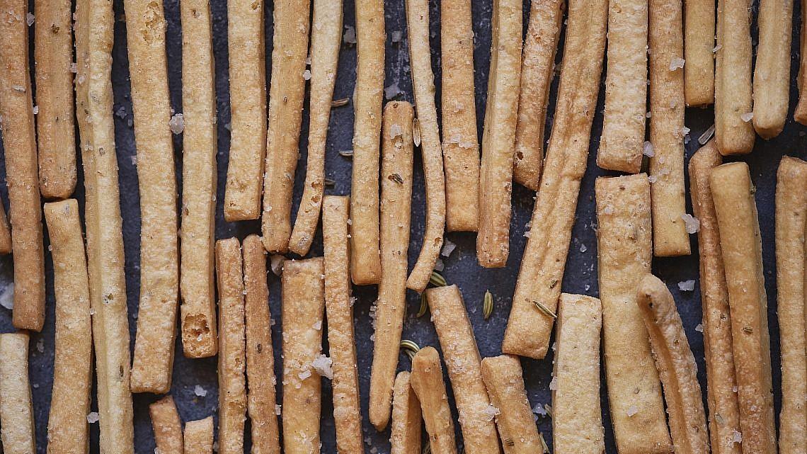 גריסיני זרעי שומר של שף-קונדיטורית הילי גרינברג. צילום: אנטולי מיכאלו. סטיילינג: דינה אוסטרובסקי וירדן יעקובי