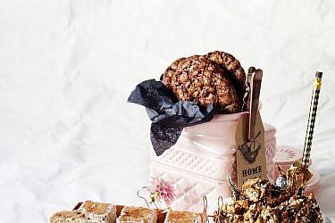 עוגיות שוקולד צ'יפס ואגוזים של מיכל מנדלסון. צילום: דניאל לילה. סגנון: דלית רוסו