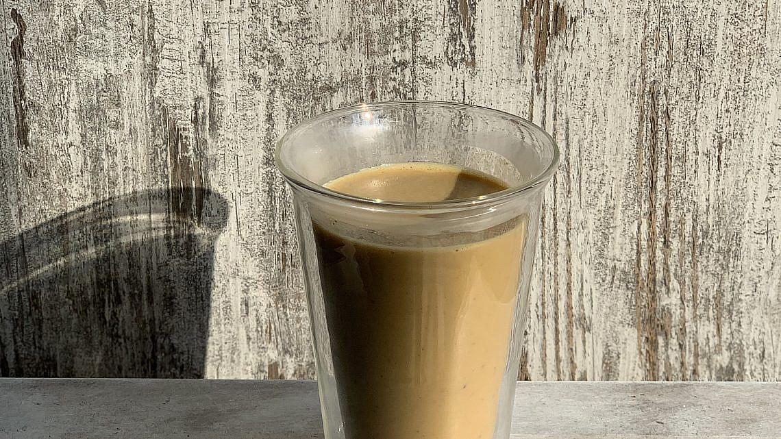 קפה לאטה עם דלעת מתובלת של ליאור משיח. צילום: ליאור משיח