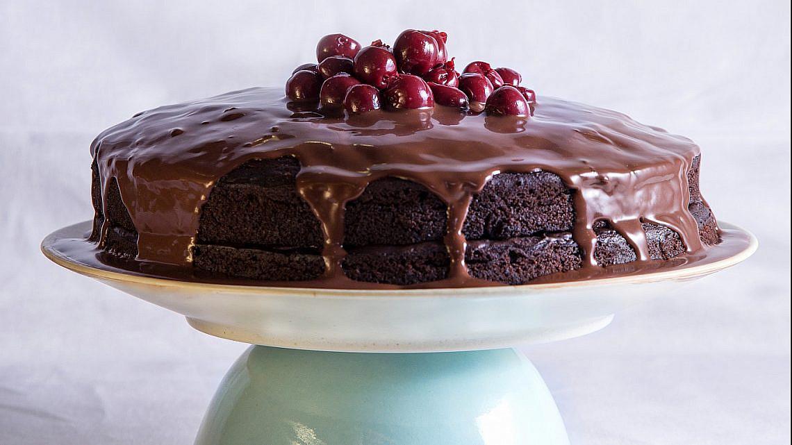 עוגת שוקולד טבעונית.  צילום: שרית גופן. סטיילינג: אינה גוטמן