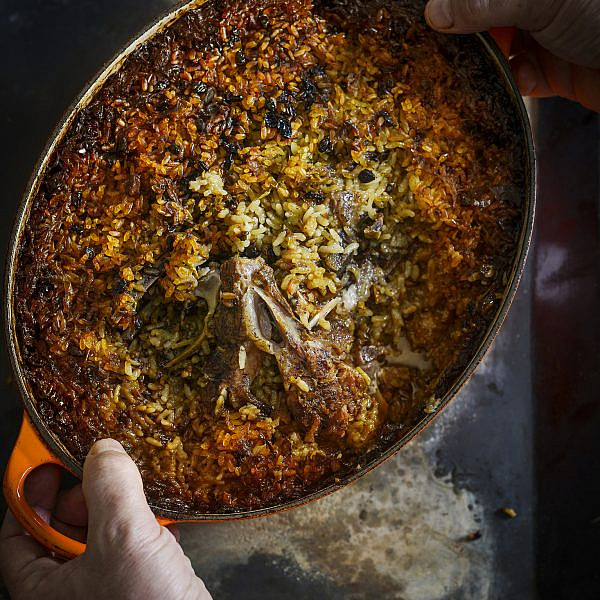תבית צלעות כבש ואורז עגול של ארז קומרובסקי | צילום: בן יוסטר