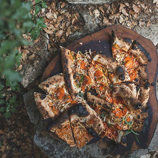 פיצה מרק עוף של עידו פיינר. צילום: שני בריל