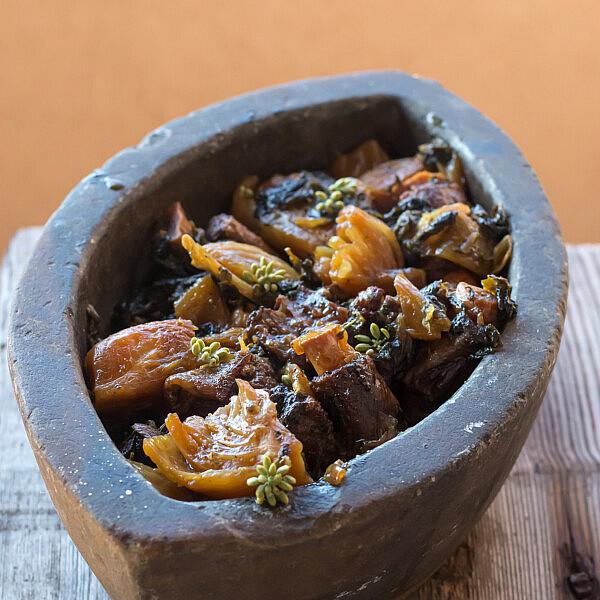 תבשיל שומר, חובזה ובשר של שף ארז קומרובסקי. צילום: מתן שופן