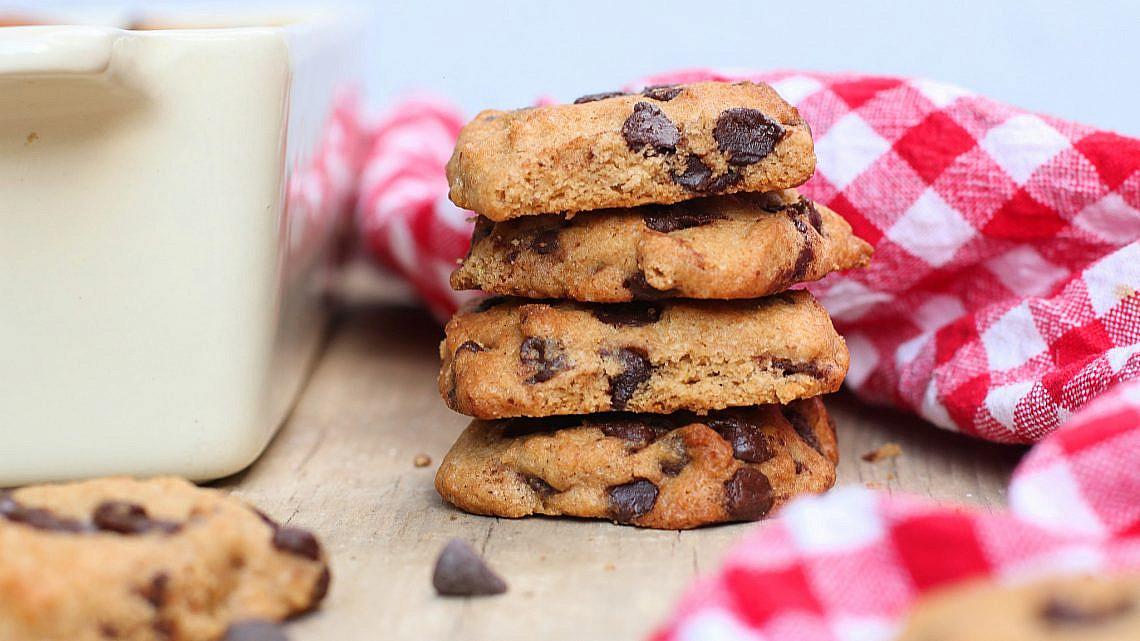 עוגיות שוקולד צ'יפס מקמח כוסמין מלא של אריאל בן חמו. צילום: אריאל בן חמו