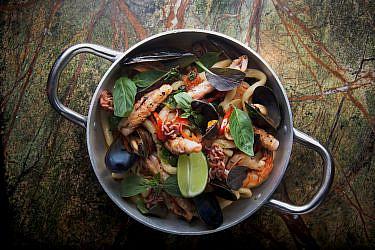 פיצ'י פירות ים וצ'וריסו של צביקה שטראוס. צילום: דניאל לילה
