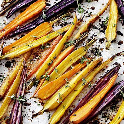 גזר צלוי בלימון ודבש של אורלי פלאי-ברונשטיין | צילום: דניה ויינר | סגנון: אוריה גבע