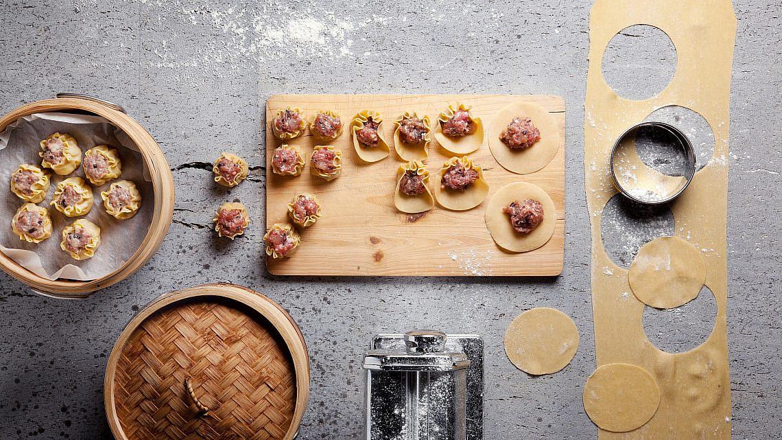 קאנום ג'יב מו-כיסנים מאודים מבצק ביצים במילוי שרימפס של לילך רווה | צילום: דניאל לילה | סגנון: עמית פרבר