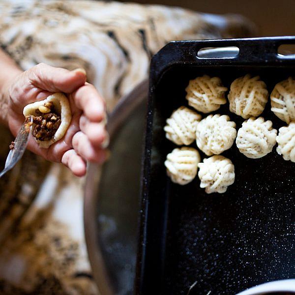 עוגיות תמרים - מעמול עכואי של נשאת עבאס | צילום: דניאל לילה| סגנון: עמית פרבר