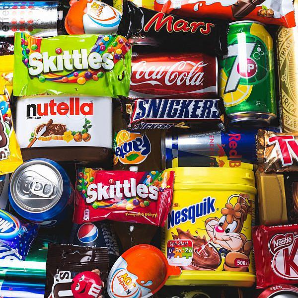 חטיפים בסופרמרקט. צילום: shutterstock