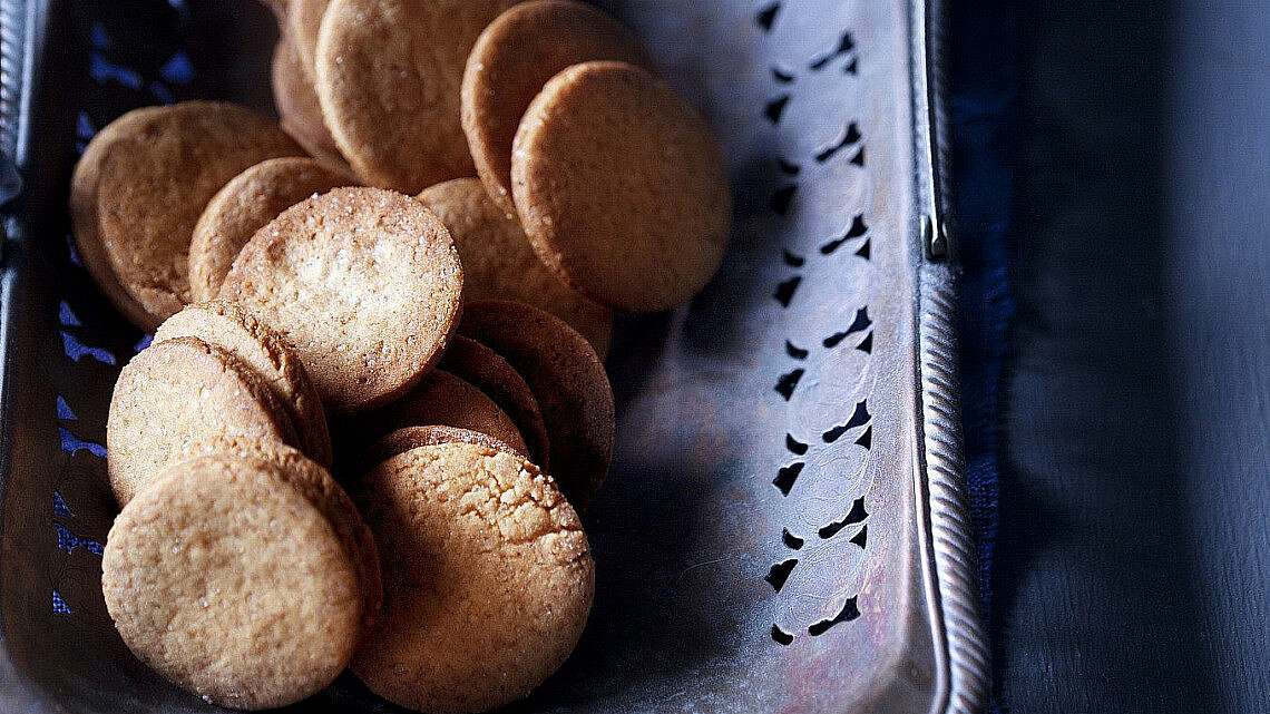 עוגיות חמאה וג'ינג'ר של מיכל בוטון. צילום: דניאל לילה | סגנון: עמית פרבר
