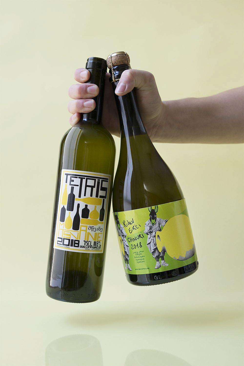 יינות שאינם תוצר של פס יצור יין טבעי של עסיס. צילום: מיכל לופט
