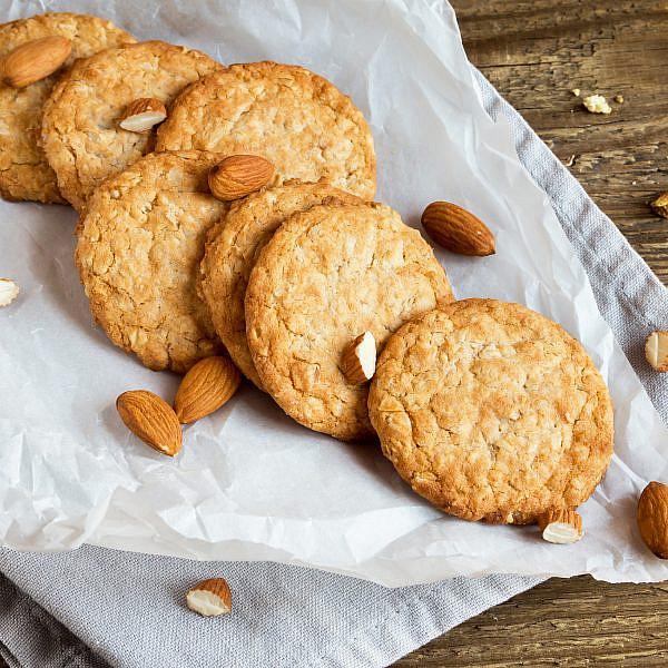עוגיות חמאת בוטנים וקמח שקדים. צילום: shutterstock
