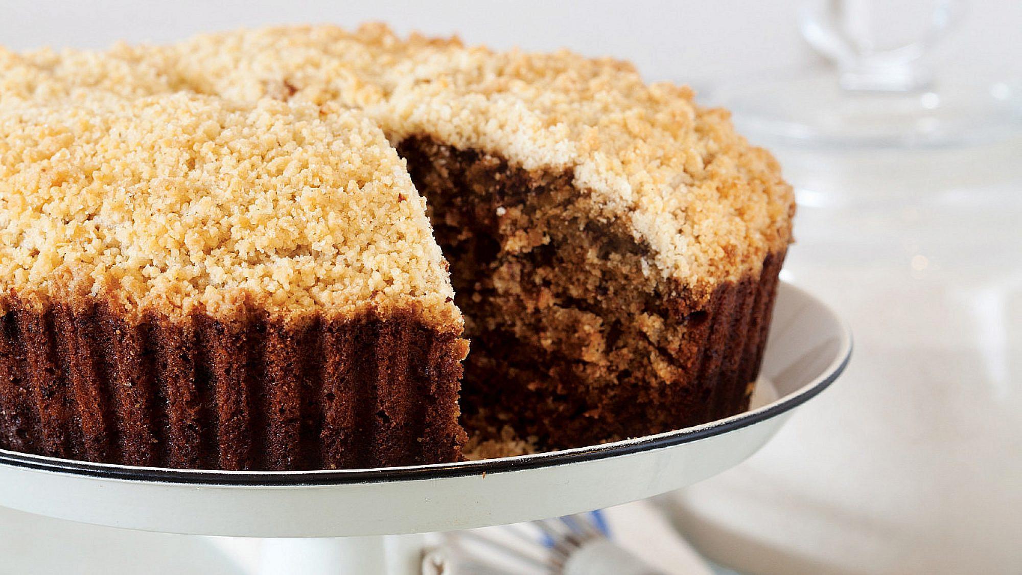 עוגת שוקולד, קפה וקוואקר של רות אוליבר. צילום: דניאל לילה. סטיילינג: דיאנה לינדר