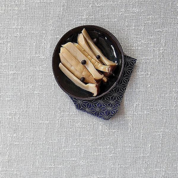 פטריות מלך היער מוחמצות של קובי בנדלק ועופר אלמליח. צילום: דן לב. סטיילינג: אוריה גבע