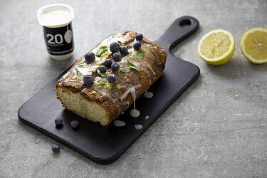 עוגת יוגורט לימונענע של ג'סיקה לזמי. צילום: דן לב, סגנון: דיאנה לינדר