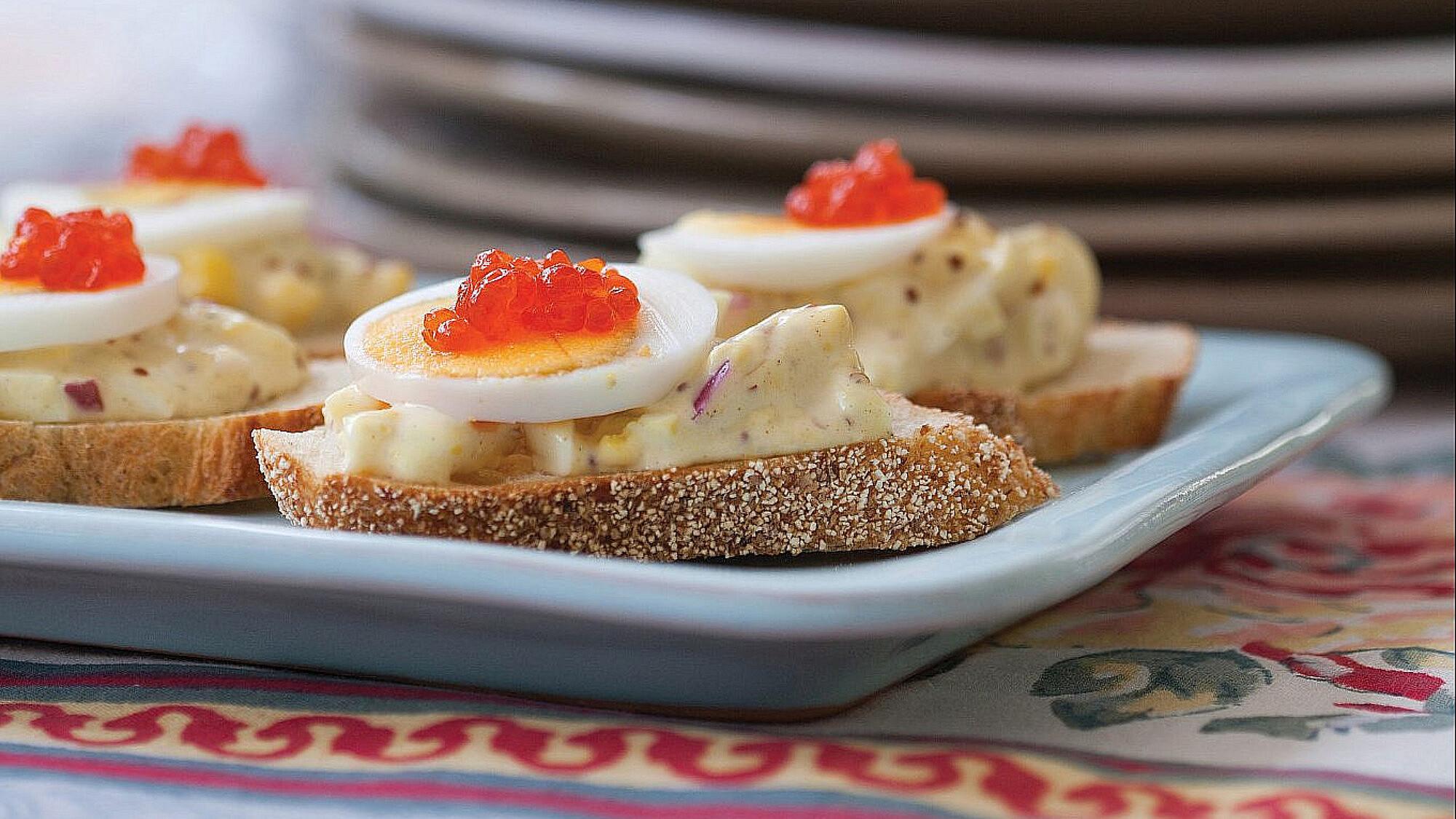 סלט ביצים עם מיונז ביתי ושני סוגי חרדל של תום פרנץ צילום: דניאל לילה. סטיילינג: עמית פרבר
