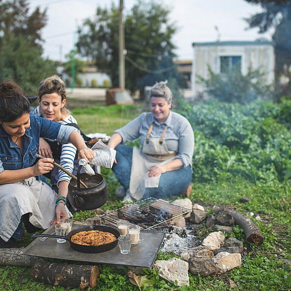 מימין: השפיות נועה לוי, לירון גרינברג ורינת צדוק. צילום: שני בריל