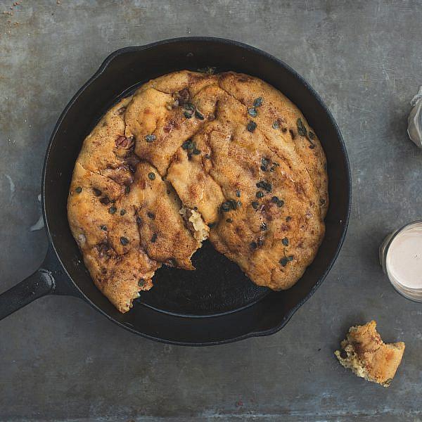 מאפה מקמח מלא ופקאנים של רינת צדוק. צילום: שני בריל