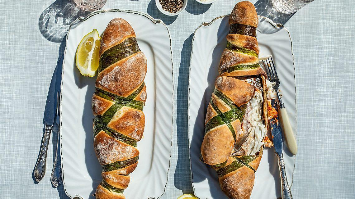 דג תוניסאי אפוי בבצק של מיכל בוטון. צילום: שני בריל. סטיילינג: נורית קריב