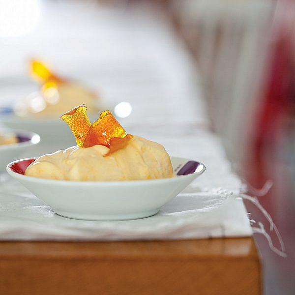 זביונה תפוז עם קליפות תפוז מסוכרות של עינב ברמן. צילום: דניאל לילה. סטיילינג: טליה אסיף