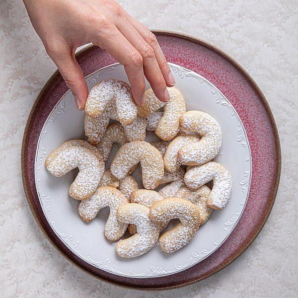 עוגיות שקדים ממכרות של נטלי לוין, מתוך ספר הבישול