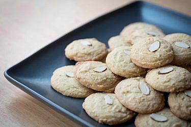 עוגיות שקדים מרירות. צילום: shutterstock