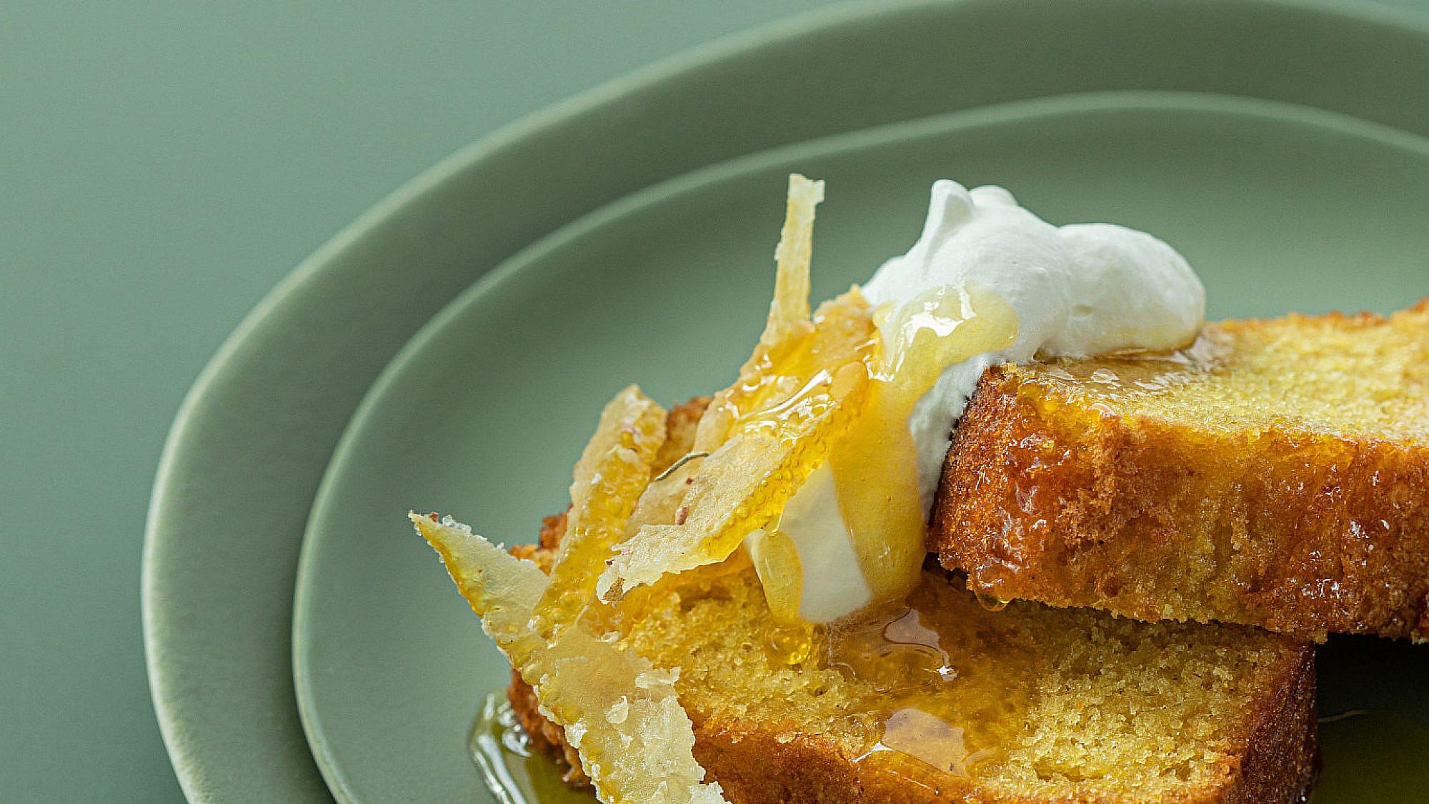 עוגת שמן זית והדרים של דניאל קיציס ואידית פדידה. צילום: טל סיון ציפורן. סטיילינג: דיאנה לינדר