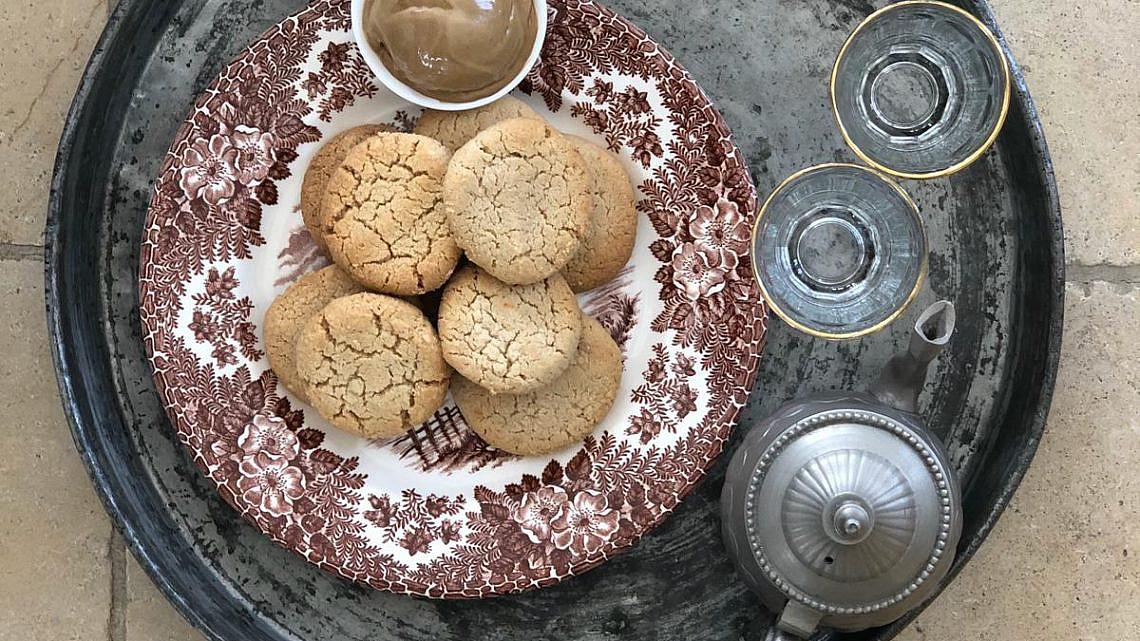 עוגיות טחינה ובהרט של אליעזר מזרחי. צילום: אליעזר מזרחי