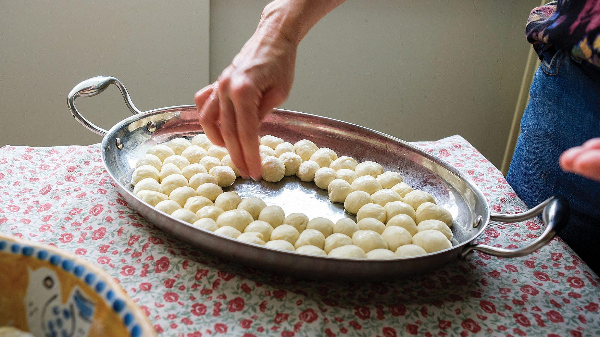 לחם פצפצים של לייזה פאנלים. צילום: גיא בהר וחגית ביליה