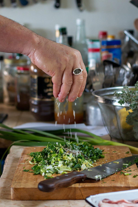 סגולות רפואיות רבות פורקטה טלה במילוי שום ירוק של שף ארז קומרובסקי. צילום: מתן שופן