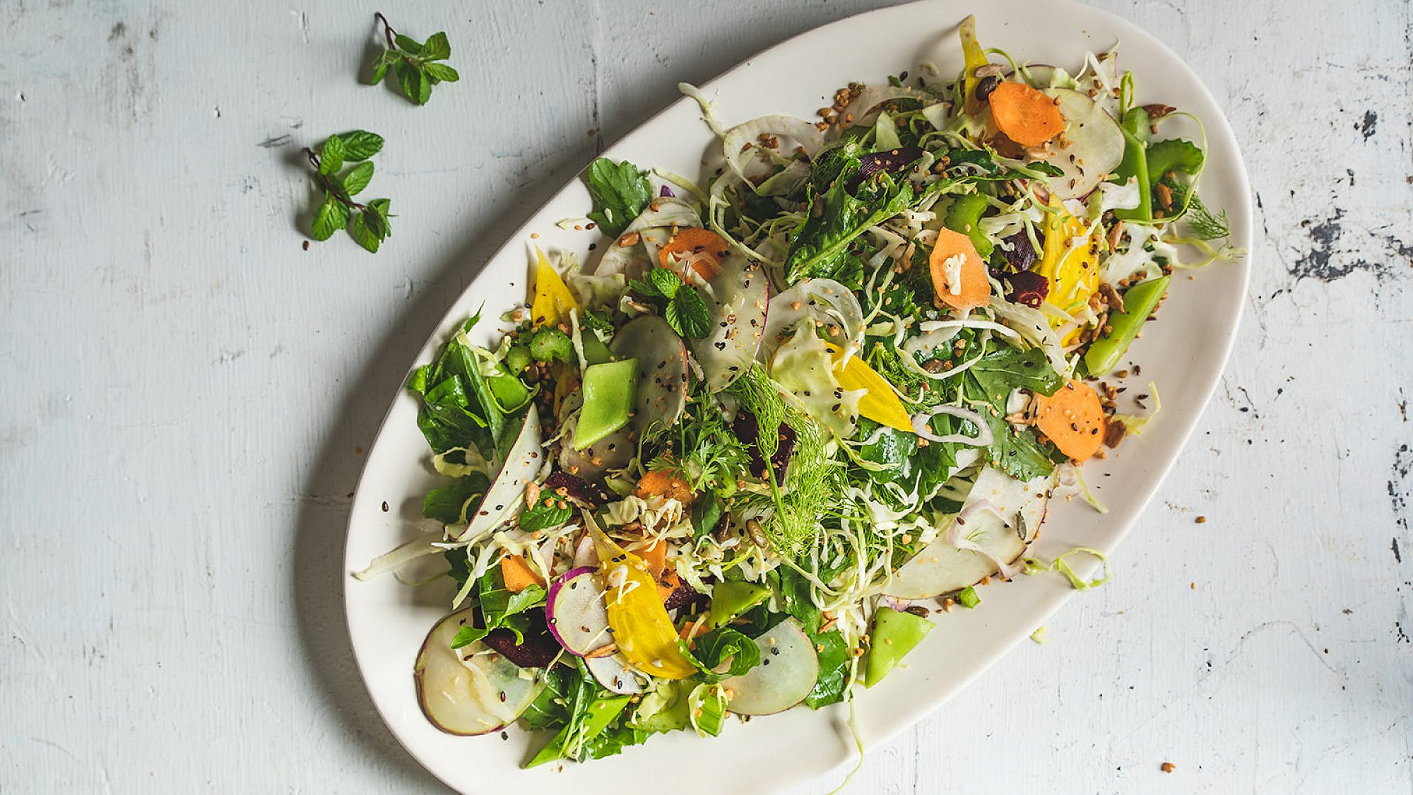 סלט ירקות הכל של רינת צדוק. צילום: שני בריל