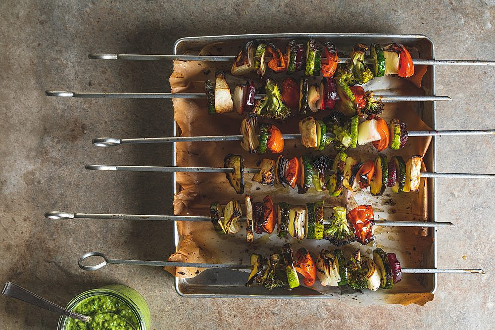 שיפודי ירקות צלויים של רינת צדוק. צילום: שני בריל