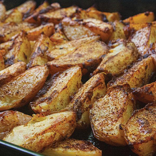 תפוחי אדמה הודו סטייל מתוך ספרה החדש של לייזה פאנלים, קל קל קל . צילום: גיא בהר וחגית ביליה