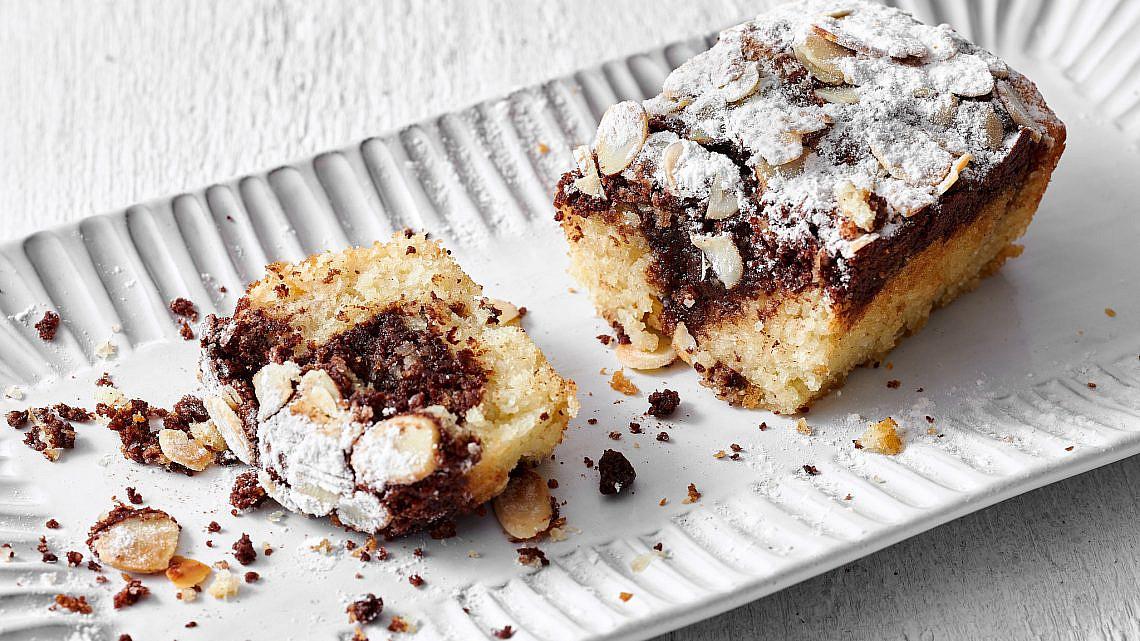 עוגת שיש שוקולד וקוקוס לפסח, רותם ליברזון. צילום: אמיר מנחם