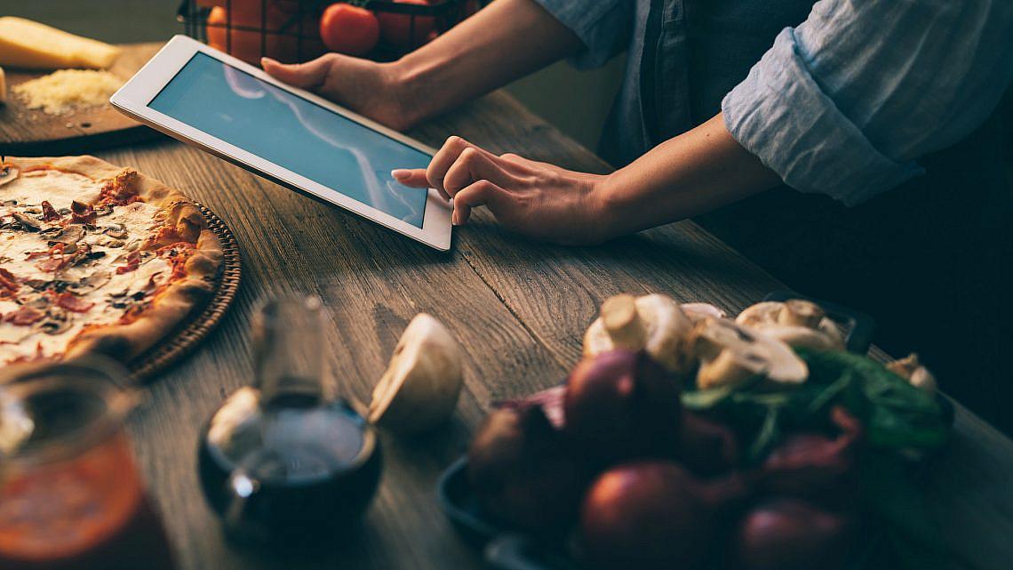 תכניסו את המחשב למטבח. צילום: Shutterstock