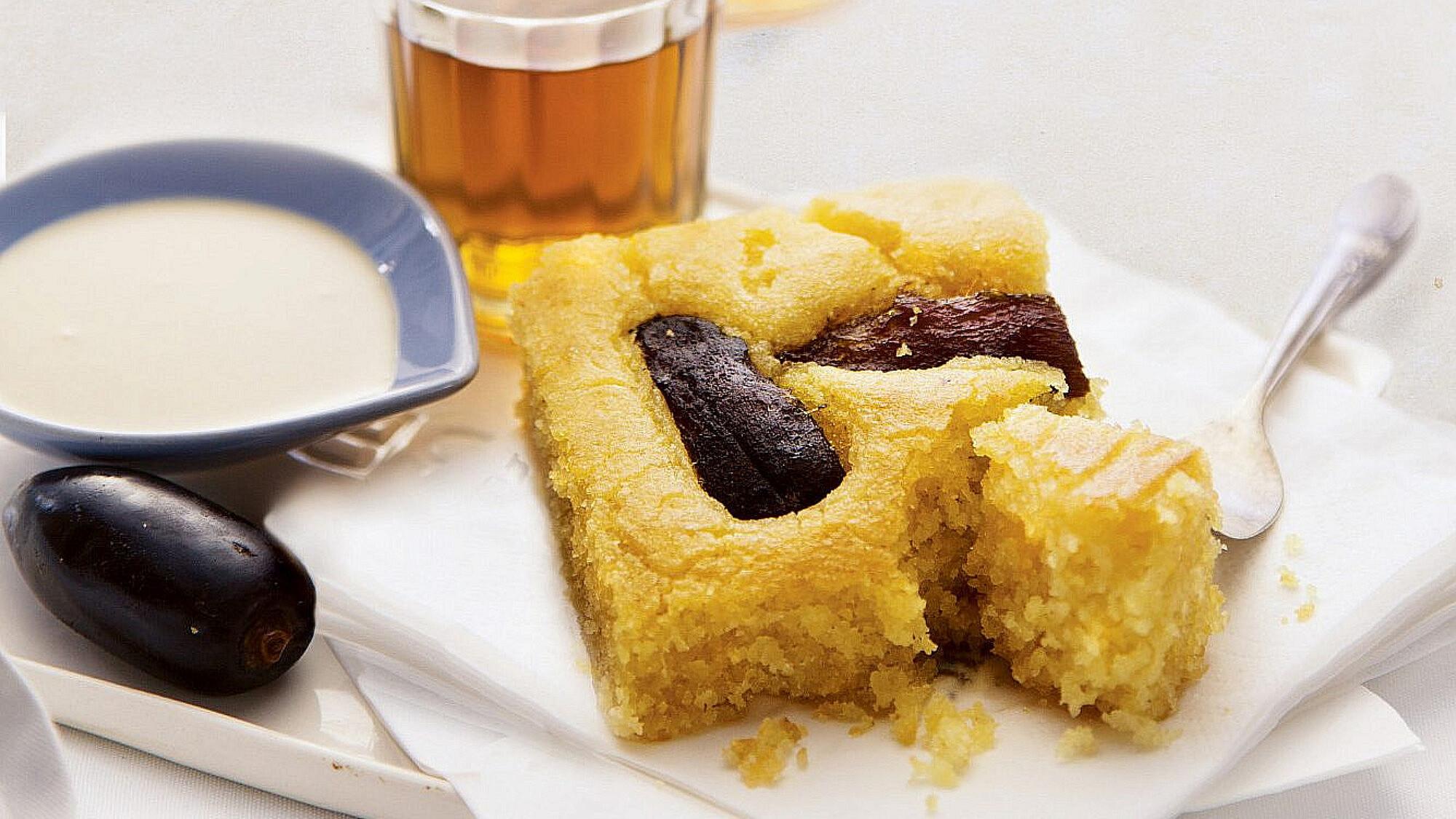 """עוגת סולת של """"ברטי"""". צילום: דן לב. סטיילינג: דלית רוסו"""