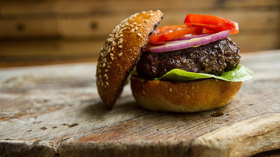 המבורגר של אסף שנער, חוות צוק. צילום: מאיי תדהר