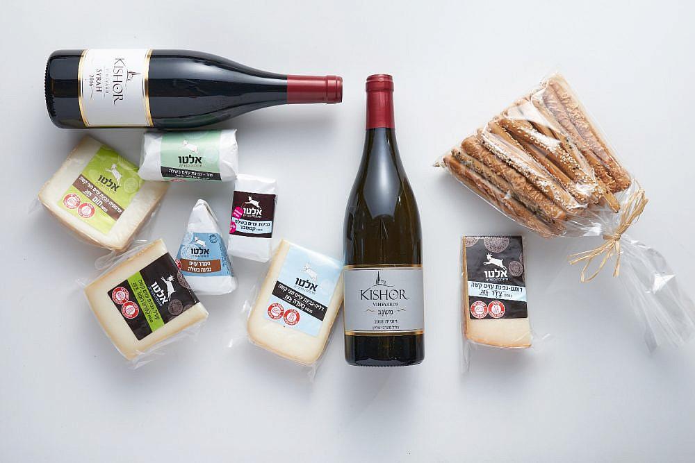 שבועות עד הבית מארז גבינות ויין מהגליל. צילום: אנטולי מיכאלו