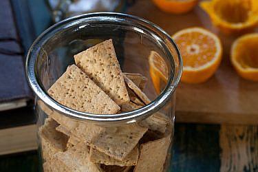 מציות אניס ותפוזים של מיקי שמו. צילום: דניאל לילה; סטיילינג: עמית פרבר