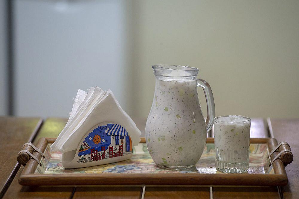 מטבח פשוט שמנצל את מה שזמין ובעונהטראטור של חמי פסקה. צילום: גיל אליהו